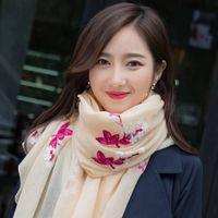 ingrosso seta usata-2018 primavera e autunno nuova sciarpa femminile vento nazionale lungo fiore ricamato scialle di protezione solare scialle donne doppio uso coreano