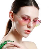 lunettes roses en forme de coeur achat en gros de-Lunettes de soleil en forme de coeur Femmes Cadre Rose En Métal Réflecteur Miroir Lentille De Mode Lunettes De Soleil De Luxe Marque Designer Pour Dames