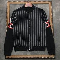 schwarzer weißer streifenmantel großhandel-Die Baseballjacke der Art und Weisemänner Schwarzweiss streifte den Mantel der neuen Standplatzkragenmänner mit fünf Stern gedruckten Entwerferjacken