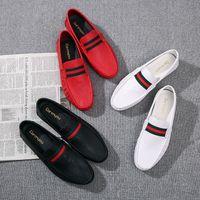sapatos listrados brancos pretos venda por atacado-Homens Sapatos de Condução PU de Couro Preto Vermelho Branco Mocassins Mocassins Lazer Verde Vermelho Verde Apartamentos Listrados Sapatos Preguiçosos Tamanho: 39-44 Q-380