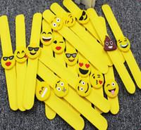 mädchen armbänder großhandel-Pvc qq Emoji Armbänder Armband Einhorn Geburtstag Party Favors Supplies für Kinder Mädchen Emoticon Spielzeug Preise Geschenke Gummiband armband