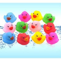 ördek ördekleri toptan satış-Banyo Oyuncakları Duş Su Yüzen Cızırtılı Kauçuk Ördekler Renkli Banyo Oyuncakları Çocuk Su Yüzme Komik Yenidoğan Oyuncak squishy oyuncaklar