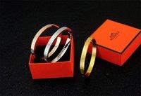 silicone de platine de qualité achat en gros de-2019 Usine Vendre de Haute Qualité Celebrity Design Lettre Ceinture En Métal Bracelet De Mode Lettre En Métal Boucle Bracelets Avec La Boîte