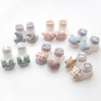 slip de algodón blanco para niñas al por mayor-Calcetines de bebé para niñas Zapatos de calcetines para niños felices Bebés recién nacidos Antideslizante de algodón Blanco Niños Regalos de niños Calcetines de bebé lindos