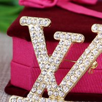 broches de letras de strass venda por atacado-Nova Chegada de Luxo Broche para As Mulheres 6 * 4.2 cm Strass Letras Designer Pin Broche Populares e Famosos Acessórios de Jóias de Marca