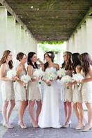 askısız dantel mini gelinlik toptan satış-Ülke için 2018 Yeni Seksi Kısa Gelinlik Modelleri Düğün Dantel Kılıf Straplez Nedime Düğün Konuk Elbiseler Kokteyl Elbise