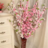 ev için dekoratif suni çiçekler toptan satış-Yapay Kiraz Bahar Erik Şeftali Çiçeği Şube İpek Çiçek Ev Düğün Dekoratif Çiçekler Plastik Şeftali Buketi 65 CM P0.21