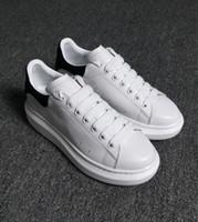 tasarımcı kadın düz ayakkabı toptan satış-Tasarımcı Lüks Adam Rahat Ayakkabılar Deri Womens Moda Beyaz Deri rahat Ayakkabılar Düz Rahat Sneaker Günlük Koşu Ucuz Satışa