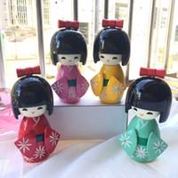neue mädchen puppen großhandel-Neue Nette Handgemachte Orientalische Japanische Kokeshi Mädchen Holzpuppen 12 cm Zufällige Farbe Geschenke Für Kinder Dekoration QW8443