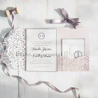 enveloppes d'expédition gratuites achat en gros de-2018 invitations de mariage de poche coupées au laser blush rose et gris, invitations personnalisables avec enveloppe, livraison gratuite par UPS