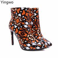 saltos altos online venda por atacado-Colorido Impresso Shinny Couro PU Ankle-boots 35-42 Plus Size Mulheres Estilo Inverno Desgaste Do Partido Apontou Toe Botas de Salto Alto Online