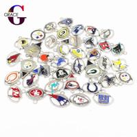 dangling colares venda por atacado-Mixs 32 equipes de futebol esporte dangle encantos esmalte flutuante encantos para diy esportes das mulheres colar pulseira jóias