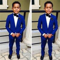 esmoquin azul royal para niños al por mayor-Royal Blue Kids Formal Boda Novios Tuxedos de dos piezas con solapa muesca Flor Niños Niños Fiesta Trajes
