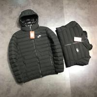 2018 uomini invernali nuove esplosioni moda all aperto sport Designer  piumino più velluto di spessore di colore solido gioventù faccia luminosa  cappotto ... 383ceefa447