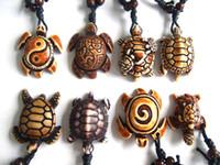 tribal carved pendants achat en gros de-En gros 12 pcs Ethnique Faux Yak Tribal Sculpture Hawaïenne Sea Turtle Surfer Collier