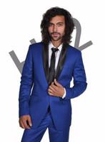 trajes de satén azul al por mayor-Diseños personalizados Formal Show Tuxedo Shinny Royal Blue Hombres Blazer Chaqueta Hombres Trajes para Boda Chal de Satén Negro 2 Piezas D6717