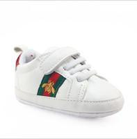 erkek kaymak spor ayakkabıları toptan satış-Bebe Bebek Erkek Kız Yumuşak Sole Beşik Ayakkabı PU Deri kaymaz Ayakkabı Toddler Sneakers 0 - 18 M Çocuklar Ayakkabı