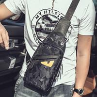 mens polyester poşet toptan satış-Toptan Tasarımcı Crossbody Çanta Küçük Canavar Fanny Paketi Bel Çantası Yüksek Kalite Moda Erkek Küçük Bel Çantaları Şarj Kolay
