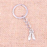 metallschuh keychain großhandel-Mode 28mm Schlüsselanhänger Metall Schlüsselanhänger Keychain Schmuck Antikes Silber Überzogene ballettschuhe hausschuhe 20 * 13mm Anhänger