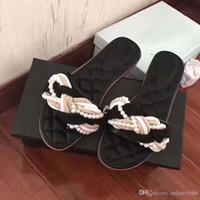 chinelos de marfim venda por atacado-Verão Pérolas Praia Sandálias Flat Marfim Mulheres Negras Chinelos Mulas Bombas Famosa Marca Senhora Apartamentos Casuais Sapatos Caixa Original