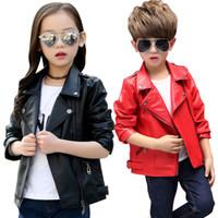 kızlar için siyah ceketler toptan satış-Çocuklar PU Deri giyim 2018 Sonbahar PU ceket bebek Erkek kız Dış Giyim Ceketler kırmızı ve siyah 2 renkler Giyim C5261