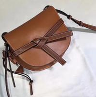 zwei beuteltaschen großhandel-neue Handtasche Zweifarbige Bernstein- und Gate-Tasche Caramel Pecan Color mit karamellgeknüpfter Schlaufe Satteltasche Retro-Tasche