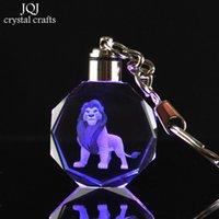 ingrosso ornamenti in miniatura-Laser inciso in miniatura di cristallo Cartoon The Lion King Simba portachiavi con i colori di cambiamento appeso ornamento regalo per bambini