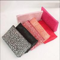 kosmetiktaschen verpackung groihandel-Neue Kleinbuchstaben Kosmetiktasche Weibliche Make-Up Tasche Reise Notwendige Lagerung Paket Reise Taschen Benutzerdefinierte Werbegeschenke
