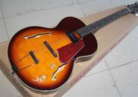 golpeador de concha al por mayor-Tobacco Sunburst Body Guitarra eléctrica semi hueca con herrajes blancos, Red Tortoise Shell Pickguard, Oferta personalizada