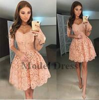 kısa dantel gala elbisesi toptan satış-2018 Yarım Kollu Dantel Kısa Gelinlik Modelleri V Boyun A Hattı Mezuniyet için Zarif Mezuniyet Elbiseleri Gala Elbise Custom Made Yeni