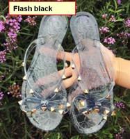 kadın papağanı için topuklar toptan satış-Yeni 2018 Kadın Yaz Sandalet Perçinler köpüklü sequins ve ilmek çevirme Sandalet Kadın Düz Topuk Jöle Tasarımcı Sandalet Şık plaj