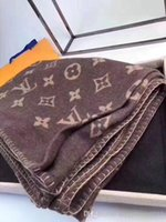 cobertor família ao ar livre venda por atacado-Luxo Clássico Cobertor De Lã Para Casa Ao Ar Livre Cachecol Xale Cobertores Quentes Quentes Grandes 170 * 140 cm Moda Natal Novo presente Da Família 12018