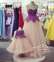 bilder familienkleid großhandel-Schöne Blush Pink Günstige Blumenmädchenkleider 2020 Ballkleid Tüll Mutter und Tochter Echt Bilder Mädchen Familie Geburtstag Party Kleider