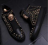 botas remache estilo punk al por mayor-2018 NUEVO estilo de lujo Hombre Zapatos de cuero casuales High Top Gold Punk Rock Metal Remaches Diseñador Hombre Pisos Zapatos Street Dance Boots S242