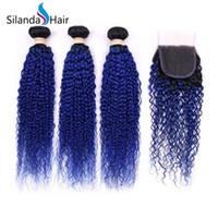 satış kapatma için saç paketleri toptan satış-Silanda Saç Sıcak Satış Güzel # T 1B / Mavi Sapıkça Kıvırcık Brezilyalı Remy İnsan Saç Dokuma Paketler 3 Örgüleri Ile 4X4 Dantel Kapatma Ücretsiz Kargo