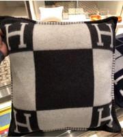 coussinets en cm achat en gros de-Signature H Throw Oreiller Coussin Cover Home Voyage Automne Hiver Home textile décoration chaude Au Quotidien Oreiller Coussin Cover Large 60 cm * 60 cm
