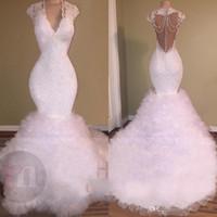 beyaz akşam elbisesi kabarması toptan satış-Yeni Beyaz Seksi V Boyun Gelinlik Modelleri Mermaid 2018 Dantel Aplikler Boncuklu Kristal Backless Sweep Tren Tül Kabarık Katmanlı Balo Abiye giyim