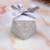 ingrosso regali per festa per gli ospiti di nozze-2019 più nuovo contenitore di caramella di carta del diamante Bomboniere creativi di nozze per le scatole di regalo della festa nuziale dell'ospite con il nastro