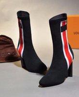 chaussettes à rayures blanches rouges achat en gros de-Chaussettes mi-bottes noires à la mode avec des bottes fourreau en cuir véritable noir et blanc