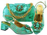 ingrosso vestiti di acqua verde-Popolare verde acqua donne scarpe tacco gattino con disegno fiore di cristallo scarpe africane abbinare la borsa set per vestito MM1071, tacco 5.8 CM