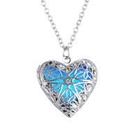 ingrosso blocco di cuore blu-New Glow in the Dark Collana Blue Fluorescence Light Argento Love Heart Locket Pendants Catene Gioielli moda donna Drop Shiping