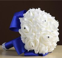 gerbera süsleme toptan satış-Sıcak El Yapımı Nedime Düğün Dekorasyon Köpük Çiçekler Gül Gelin Bridemaid Düğün buket Beyaz Saten Romantik Düğün buketleri CPA1549