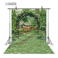 telón de fondo de fotografía de jardín al por mayor-Laeacco Garden Green Flowers Vines Arch Gate Fotografía escénica Fondos Personalizados Fondos fotográficos para estudio fotográfico