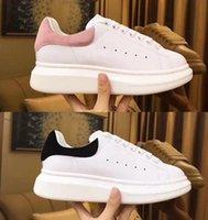 zapatos de plataforma beige al por mayor-Zapatos de diseñador de moda de lujo para mujer Zapatillas de deporte para hombre Zapatos de plataforma de cuero planos y casuales Zapatos de boda de fiesta Zapatillas de deporte de gamuza Loveres