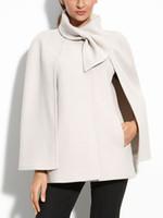 europeos otoño invierno abrigos mujeres al por mayor-Capa blanca de la capa del abrigo de lana de las mujeres Bowknot Negro Oficina Chaqueta Prendas de abrigo Casual Otoño Invierno Arco Europeo Elegante Abrigos del Cabo