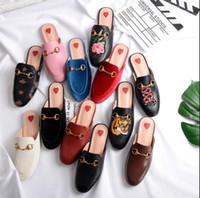 zapatillas planas para mujer. al por mayor-33-43 mocasines de cuero Muller zapatillas zapatilla con hebilla Moda mujer zapatillas Damas Chaussures Casual Mulas Pisos Envío gratis