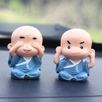 ingrosso figurine del fumetto-4pcs / Lot Car Ornament Funny Toys Little Monk Figurine Automobili Automobili Decorazione interna Cute Cartoon Dolls