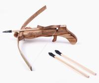 tahta tabanca oyuncakları toptan satış-Antik Bambu Ahşap Crossbow Gun Açık Atış Yumuşak Kauçuk Zararsız Bow Çocuk Mini Av Oyuncak Askeri Silah Role Play Komik Out