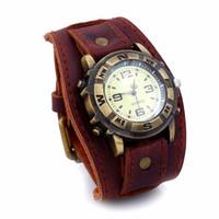 weiche lederarmbänder großhandel-NEUE Weinlese-Retro- weiche breite Kunstleder-Bügel-Uhr-Mann-Art- und Weisearmbanduhr-Armband-Armband-Kleid-Uhr-Uhr