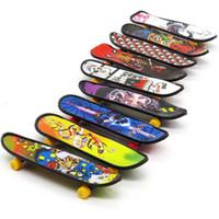 mini-griffbrett großhandel-Mini Finger Board Skate Truck Multicolor Griffbrett lustige Finger Skateboard Lernwerkzeuge Mini Skateboard für Kid Toy Neuheit Geschenk